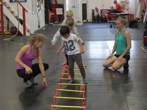 En bra tränare kommer ner till barnet nivå.