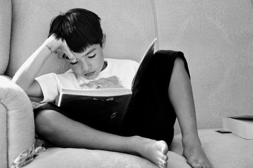 Barn med ADHD kan ha svårt för att sitta still och koncentrera sig under längre perioder.